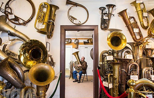 Музикален магазин за духови инструменти