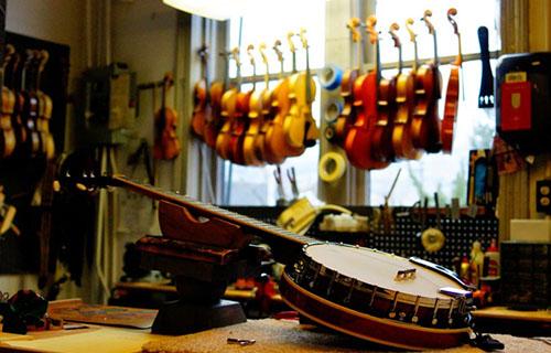 Музикален магазин за народни инструменти